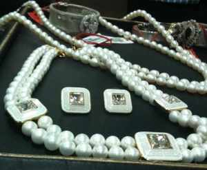 Pearl choket set with square meenakari work