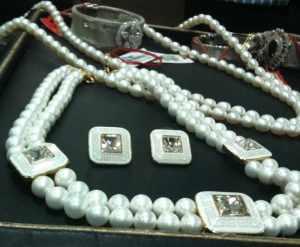 Pearl choket set with square meenakari work