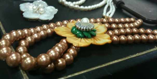 Pearl set in making