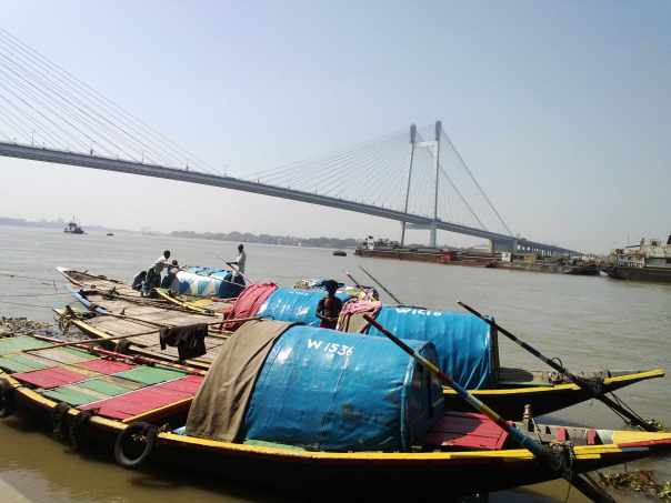 Boats and Vidyasagar bridge